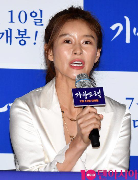 배우 예지원이 2일 오후 서울 한강로3가 CGV 용산아이파크몰점에서 열린 영화 '기방도령' 언론시사회에 참석하고 있다