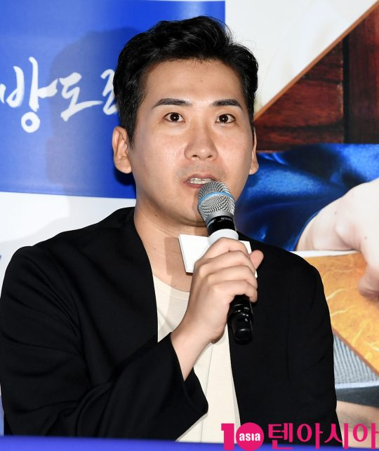 남대중 감독이  2일 오후 서울 한강로3가 CGV 용산아이파크몰점에서 열린 영화 '기방도령' 언론시사회에서 영화에 대해 설명하고 있다.