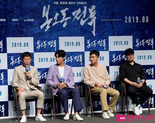 배우 유해진(왼쪽부터), 류준열, 조우진, 원신연 감독