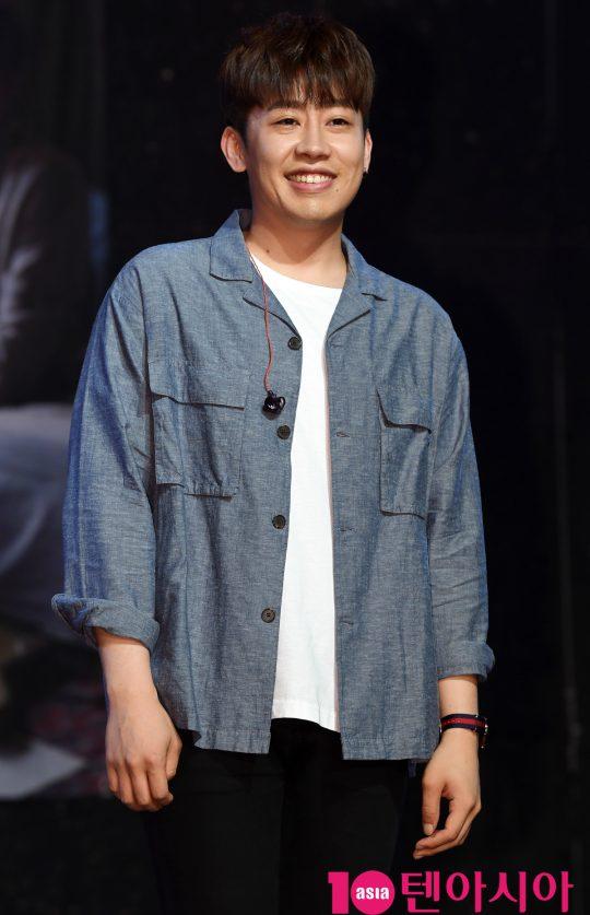 가수 오왠(O.WHEN)이 3일 오후 서울 서교동 하나투어 브이홀에서 열린 첫 번째 정규 음반 '룸 오(Room O)' 쇼케이스에 참석하고 있다.