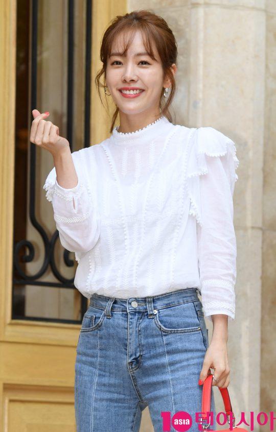배우 한지민이 5일 오후 서울 역삼동 라움에서 열린 MBC 수목드라마 '봄밤' 종방연에 참석하고 있다.