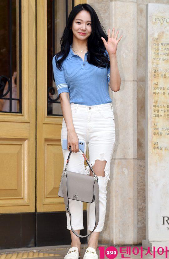 배우 이유진이 5일 오후 서울 역삼동 라움에서 열린 MBC 수목드라마 '봄밤' 종방연에 참석하고 있다.