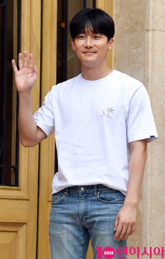 배우 김준한이 5일 오후 서울 역삼동 라움에서 열린 MBC 수목드라마 '봄밤' 종방연에 참석하고 있다.