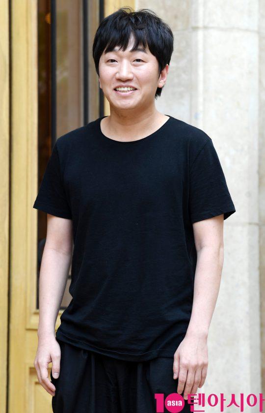 배우 이창훈이 5일 오후 서울 역삼동 라움에서 열린 MBC 수목드라마 '봄밤' 종방연에 참석하고 있다.