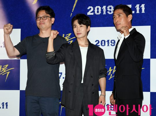 하원준 감독,류덕환,정두홍(왼쪽부터)이 8일 오후 서울 한강로3가 CGV 용산아이파크몰점에서 열린 영화 '난폭한 기록' 언론시사회에 참석하고 있다.