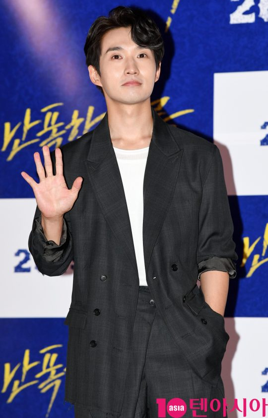 배우 류덕환이 8일 오후 서울 한강로3가 CGV 용산아이파크몰점에서 열린 영화 '난폭한 기록' 언론시사회에 참석하고 있다.
