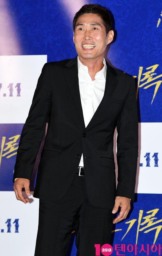 배우 정두홍이 8일 오후 서울 한강로3가 CGV 용산아이파크몰점에서 열린 영화 '난폭한 기록' 언론시사회에 참석하고 있다.