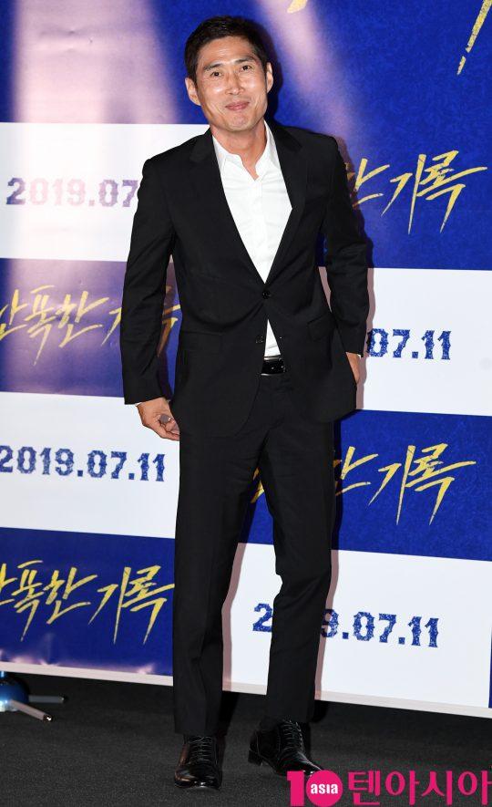 무술감독이자 배우 정두홍은 영화 '난폭한 기록'에서 머리에 칼날이 박힌 채 살아가는 전직형사 기만을 연기했다./ 사진=조준원 기자 wizard333@