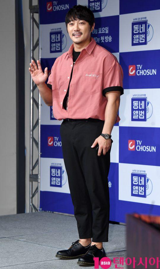 '동네앨범'의 맏형으로 멤버들을 이끄는 가수 KCM. /조준원 기자 wizard333@
