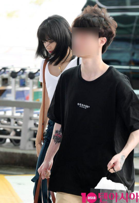 걸그룹 블랙핑크(지수, 제니, 로제, 리사) 리사가 10일 오전 'BLACKPINK 2019 WORLD TOUR [IN YOUR AREA] BANGKOK : ENCORE' 콘서트 및 휴가  참석 차 인천국제공항을 통해 방콕으로 출국하고 있다.