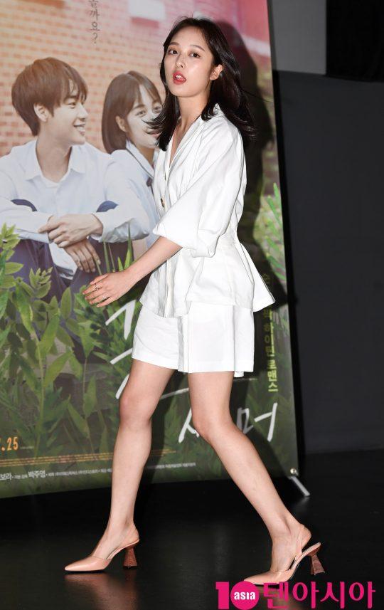 배우 김보라가 10일 오후 서울 광진구 자양동 롯데시네마 건대입구점에서 열린 영화 '굿바이 썸머' 언론시사회에 참석하고 있다.