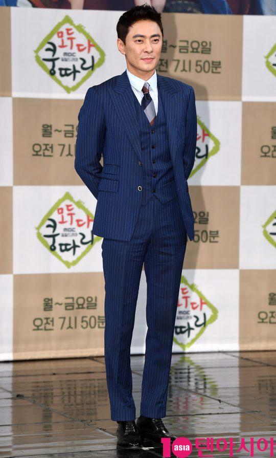 배우 강석정이 11일 오후 서울 상암동 MBC 골든마우스홀에서 열린 MBC 새 아침드라마 '모두 다 쿵따리' 제작발표회에 참석하고 있다.