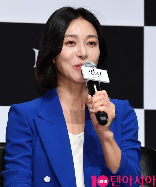 배우 장영남이  16일 오전 서울 신사동 압구정 CGV에서 열린 영화 '변신' 제작보고회에 참석하고 있다.