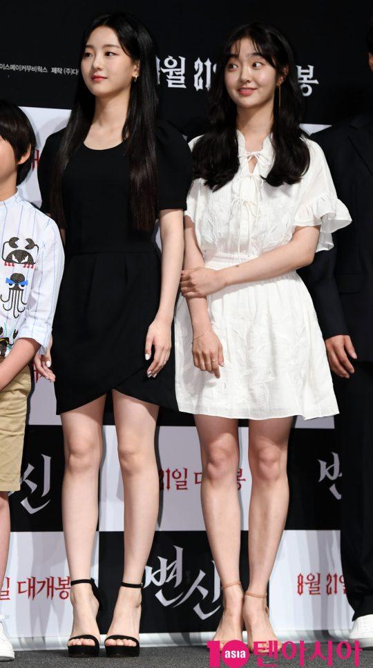 배우 조이현과 김혜준이 16일 오전 서울 신사동 압구정 CGV에서 열린 영화 '변신' 제작보고회에 참석하고 있다.
