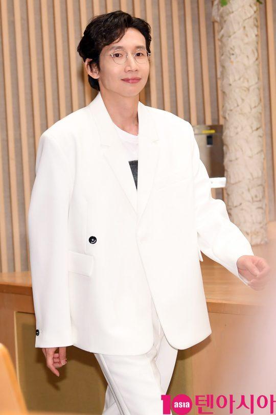 배우 봉태규가 16일 오후 서울 양천구 목동 SBS 사옥에서 열린 SBS 새 수목드라마 '닥터탐정' 제작발표회에 참석하고 있다.