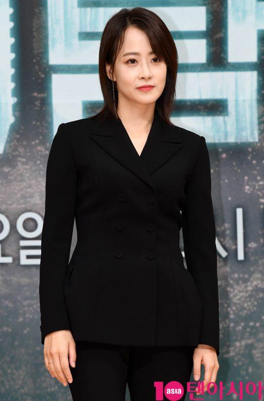 배우 류현경이 16일 오후 서울 양천구 목동 SBS 사옥에서 열린 SBS 새 수목드라마 '닥터탐정' 제작발표회에 참석하고 있다.