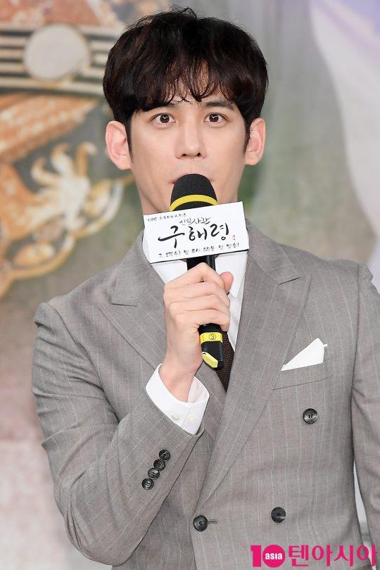 배우 박기웅이 17일 오후 서울 상암동 MBC 골든마우스홀에서 열린 MBC 드라마 '신입사관 구해령' 제작발표회에 참석해 인사말을 하고 있다.