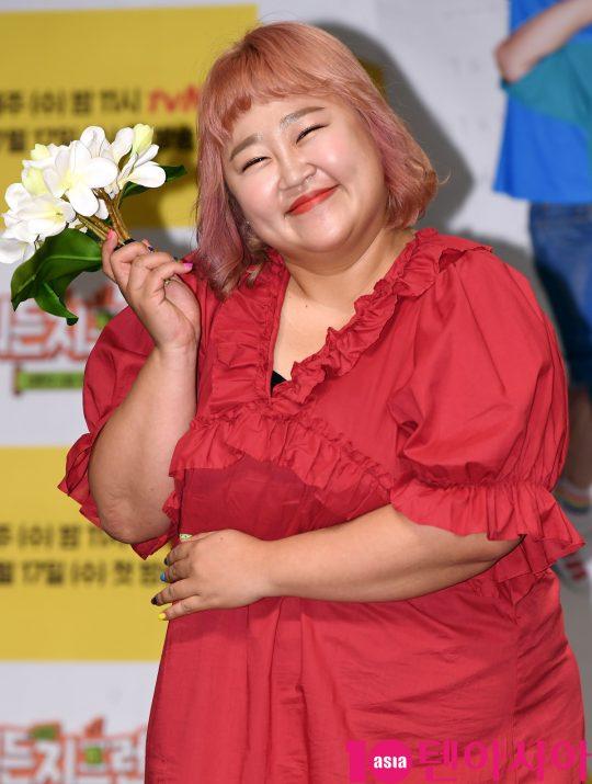 홍윤화가 17일 오후 서울 여의도 켄싱턴호텔에서 열린 tvN '뭐든지 프렌즈' 제작발표회에 참석하고 있다.