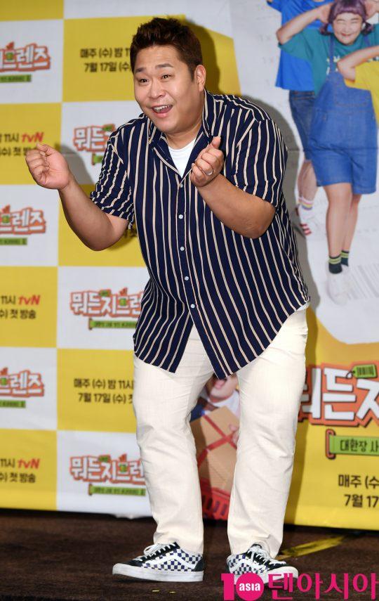 개그맨 문세윤이 17일 오후 서울 여의도 켄싱턴호텔에서 열린 tvN '뭐든지 프렌즈' 제작발표회에 참석하고 있다.