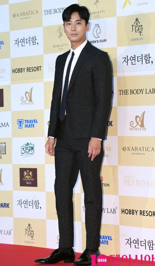 주지훈이 18일 오후 서울 삼성동 코엑스 오디토리움에서 열린 24회 춘사영화제 레드카펫 행사에 참석하고 있다.