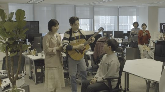 '비긴어게인3' 수현과 헨리의 버스킹. /사진제공=JTBC