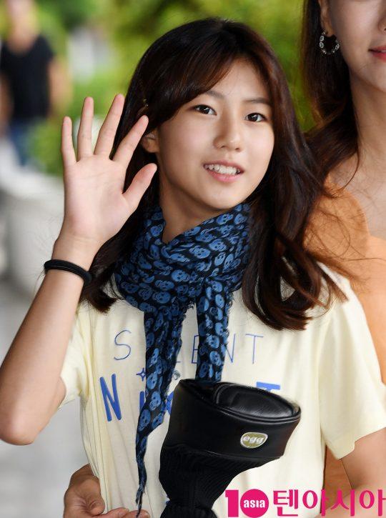 송지아가 20일 오전 서울 여의도동 KBS별관에서 열리는 '해피투게더4' 녹화 출근길에 참석하고 있다.