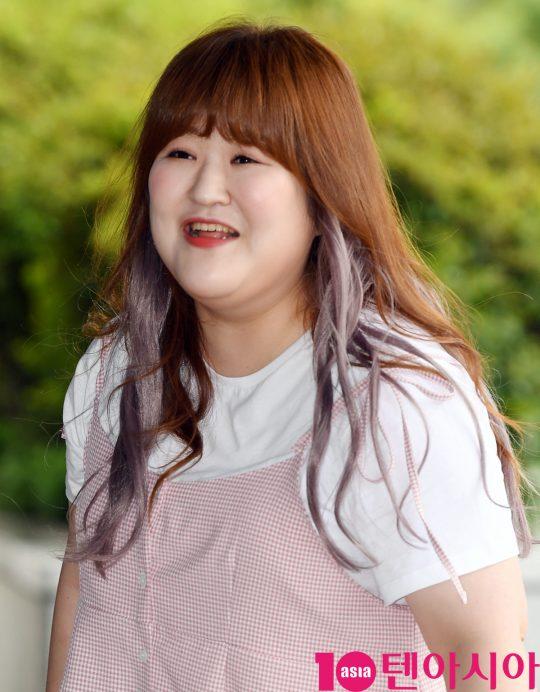 이국주가 20일 오전 서울 여의도동 KBS별관에서 열리는 '해피투게더4' 녹화 출근길에 참석하고 있다.