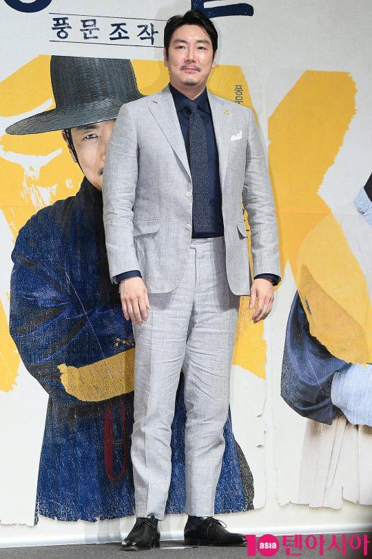 배우 조진웅