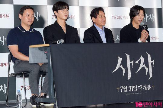 김주환 감독(왼쪽부터), 배우 박서준, 안성기, 우도환