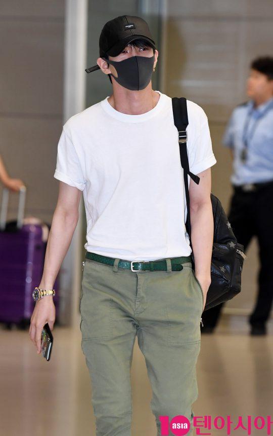 빅스(VIXX) 멤버 레오(LEO)가 28일 오전 말레이시아 'K-Performance Show 2019' 일정을 마치고 인천국제공항을 통해 입국하고 있다.