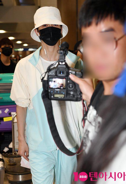 Mnet '프로듀스101 시즌2' 출신 정정(朱正廷)이 28일 오전 한국일정 참석차 인천국제공항을 통해 입국하고 있다.