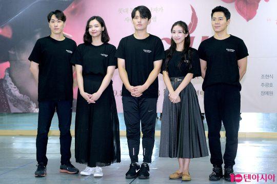 배우 조형균(왼쪽부터), 나하나, 최재웅, 박지연, 이규형. / 서예진 기자 yejin@
