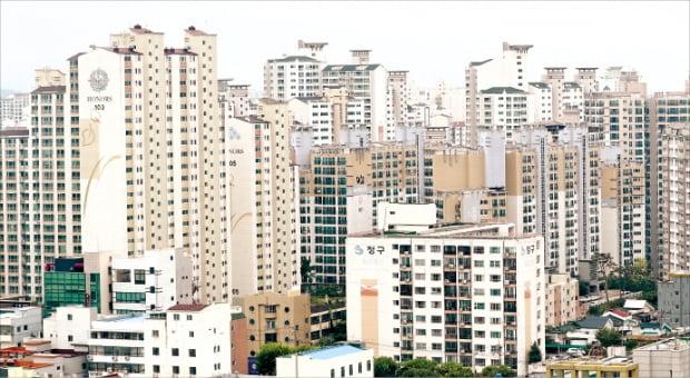 대구 대전 광주의 부동산시장이 강세를 보이면서 이들 지역의 지난해 아파트 청약경쟁률이 서울을 뛰어넘은 것으로 나타났다. 대구 수성구 범어동 아파트 단지.  ♣♣한경DB