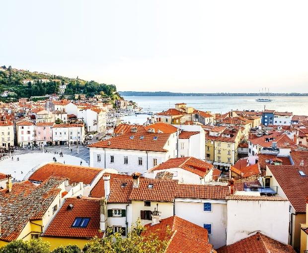 성 조지 대성당에서 내려다본 피란의 도심 풍경. 이탈리아와 마주한 피란은 서유럽 정취로 가득한 슬로베니아의 대표 휴양도시다.
