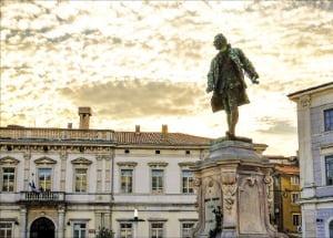 피란 타르티니 광장에 있는 주세페 타르티니 동상