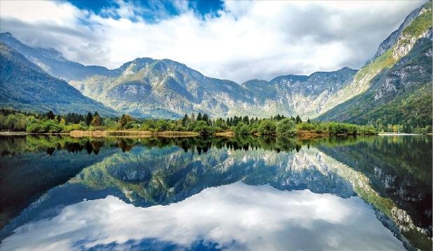 슬로베니아 최고의 절경 중 하나인 블레드 호수. 그림 같은 풍경의 정석으로 손꼽힌다.