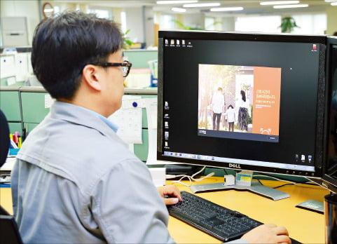 현대중공업 사원 PC 모니터에 퇴근 안내 문구와 함께 '10분 후 PC가 자동으로 종료된다'는 알림이 떠 있다. 현대중공업 제공