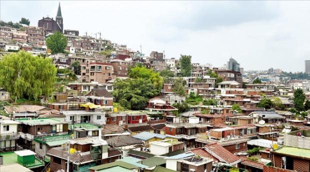정부가 민간 아파트 분양가 상한제 적용을 선언하자 무리한 조건으로 재건축·재개발사업을 수주한 건설사들의 고민이 깊어지고 있다. 재개발사업 시공사 선정을 앞둔 서울 한남뉴타운.  /한경DB