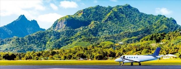 아이투타키와 라로통가를 운행하는 에어 라로통가의 소형 비행기