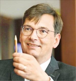 """세계적 장수기업'파버카스텔'다니엘 로거 CEO """"260년 기업 장수 비결은 혁신 또 혁신 강조한 거죠"""""""