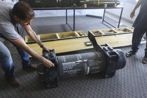 리비아통합정부군이 리비아 동부 군벌 하프타르 측 군 캠프에서 발견해 압수한 재블린 대전차 미사일. 미국이 생산해 애초 프랑스에 판매한 것으로 알려졌다. AP통신