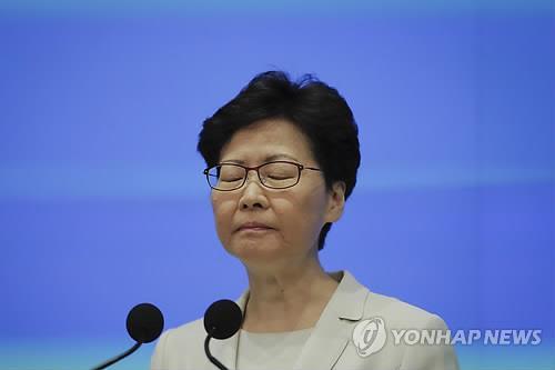 홍콩시위 한달 만에 '송환법사망' 선언…갈등은 장기화 관측