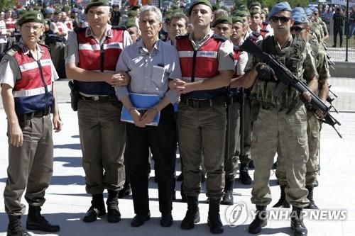터키 법원, 2016년 쿠데타 가담자 33명에 종신형 선고