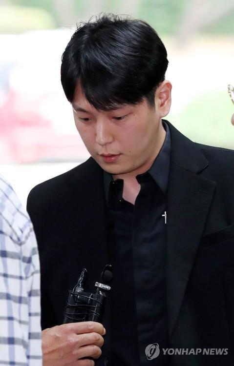 "B.A.P 김힘찬 측 첫 재판서 강제추행 부인…""묵시적 동의"""