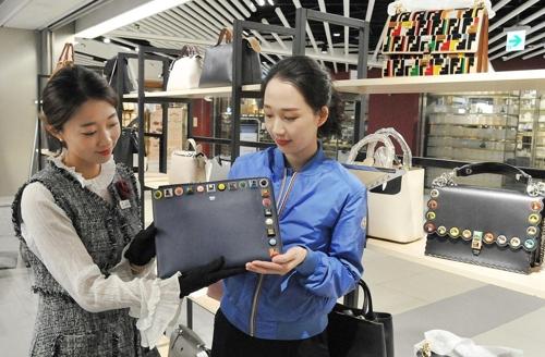 롯데·신세계백화점 해외명품 대전…한 달간 최대 90% 할인