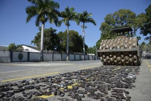 브라질 보우소나루 총기 규제 완화에 제동…여론 '압도적 반대'