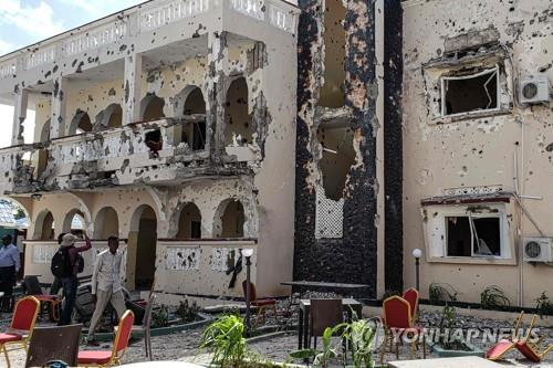 """소말리아 호텔서 폭탄테러·총격전, """"26명 사망·56명 부상""""(종합3보)"""