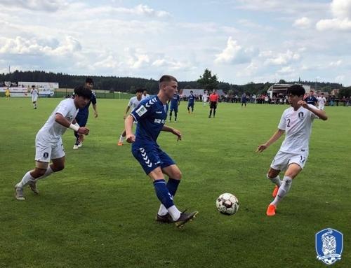 U-17 축구대표팀, 프라이부르크 U-19팀에 2-0 승리