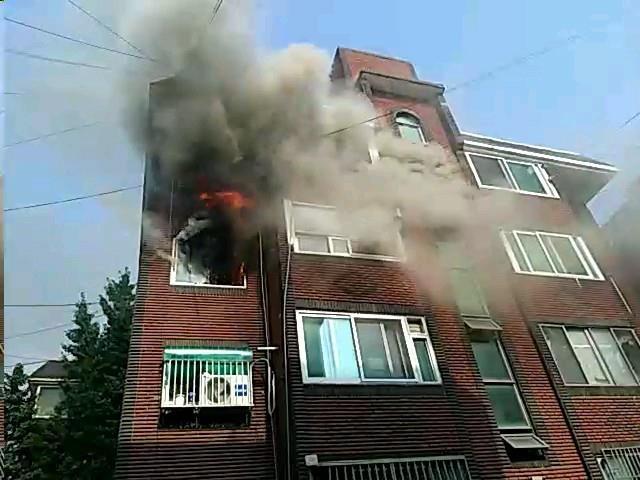 인천 계산동 4층짜리 빌라서 불…10분 만에 진화