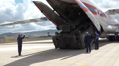 러, S-400 미사일 터키 운송 사흘째 계속…화물기 총 7대 동원